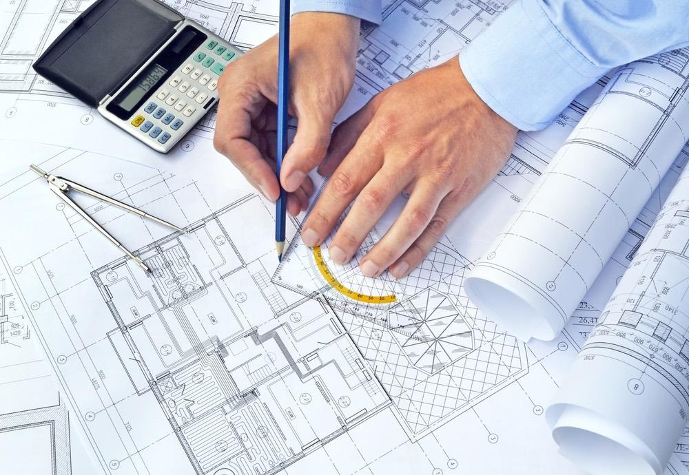 Man tekent panic room op bouwplannen met aanwijzingen van GW Security Group